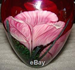 1992 R. SATAVA ART GLASS VASE RED With PINK CROCUS FLOWERS 6 SIGNED 1345-92